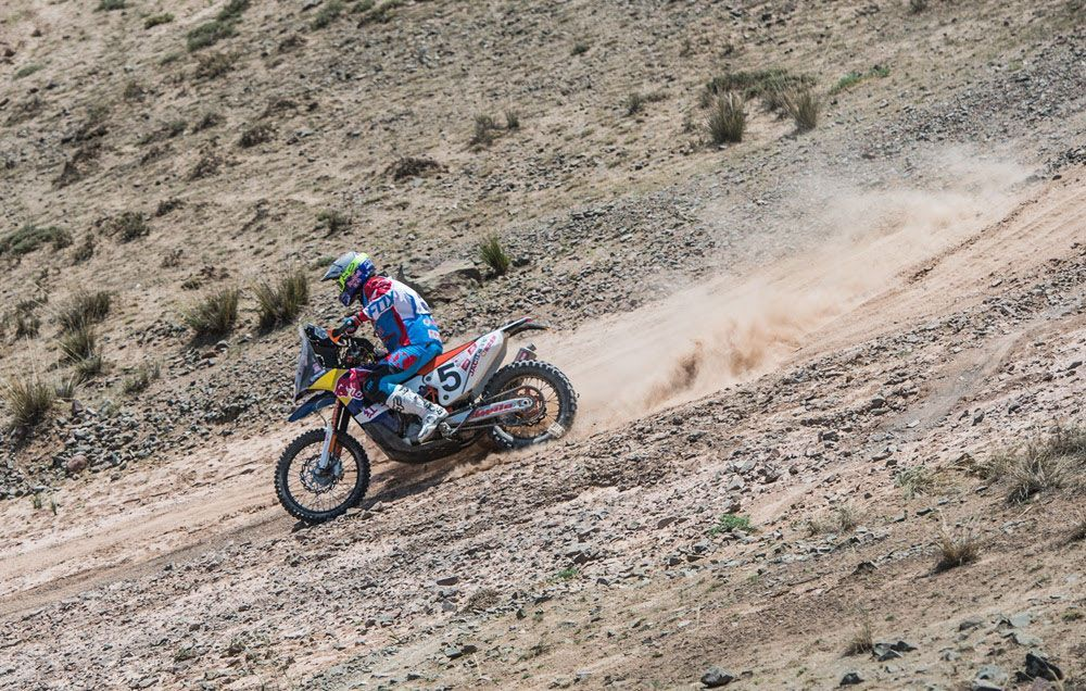 Armand Monleón sigue liderando el China Silk Road Rally