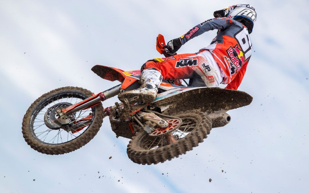 Jorge Prado sigue recortando puntos en el GPMX de Indonesia