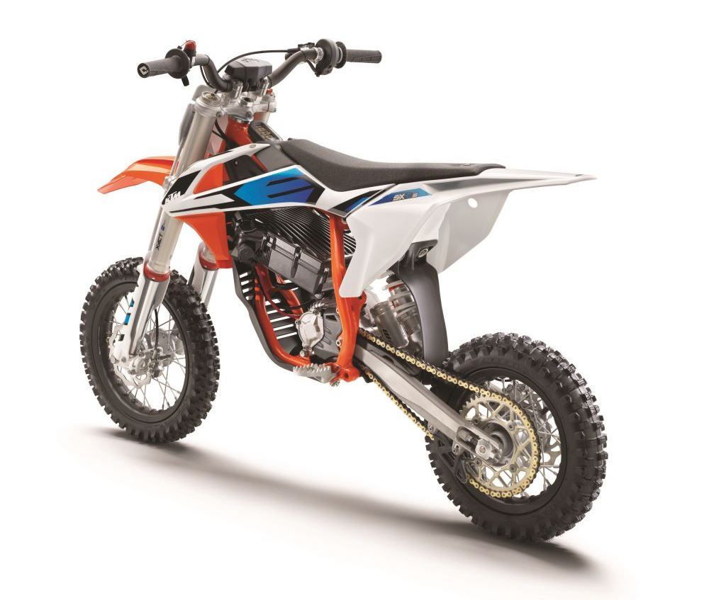 9 KTM SX-E 5 MY2020_left rear-2